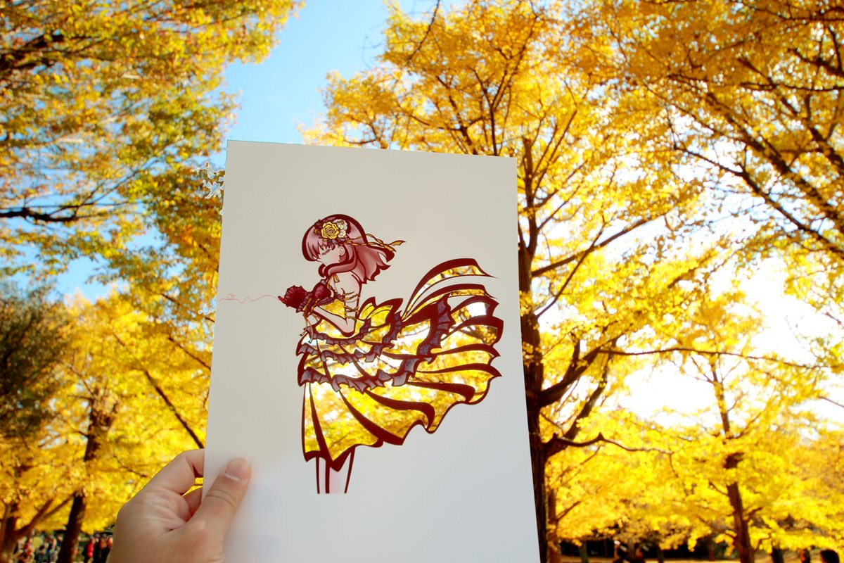 Illustrator Lets Japan's Golden Autumnal Leaves Color in His Kimono Drawings