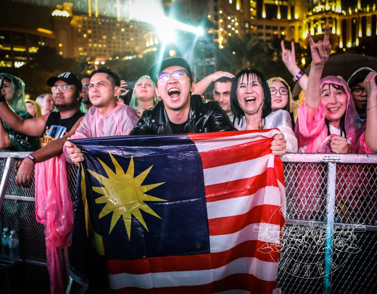 Kuala Lumpur! Tweet your photos from tonight's show using #GNRinMalaysia and we'll retweet some of our favorites...
