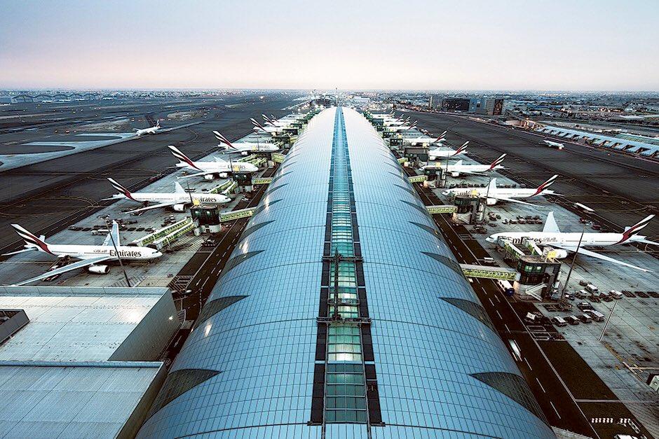 إمارات القرن 21: مليار مسافر عبر مطار دبي منذ افتتاحه 1960 ليصبح أول مطار في الشرق الأوسط وشمال أفريقيا يسجل هذا الرقم القياسي رغم انه ليس أقدم مطارات المنطقة. ترتيبه الأول في العالم في عدد المسافرين الدوليين 90 مليون راكب سنويا ليتجاوز مطار هيثرو في لندن ويستقطب 115 شركة طيران