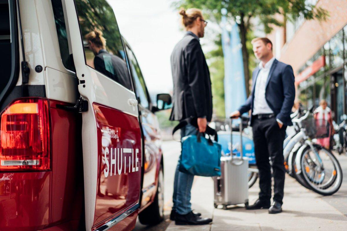 Problemlos mit Waterkant Shuttle zum nächsten Termin. _____________ #waterkantshuttle #hamburgcity#hamburgechtbewegen #shuttle #waterkant#weekend #mobilität #hamburg #hh#volkswagen #vwt6 #caravelle