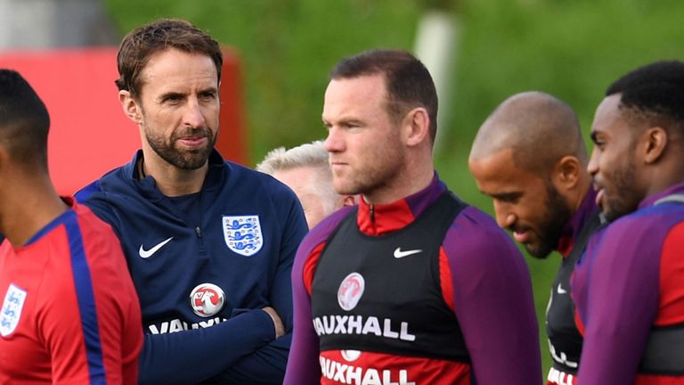 BREAKING: Wayne Rooney to wear number 10 shirt for England against USA. #SSN <br>http://pic.twitter.com/DEbdkDih8d