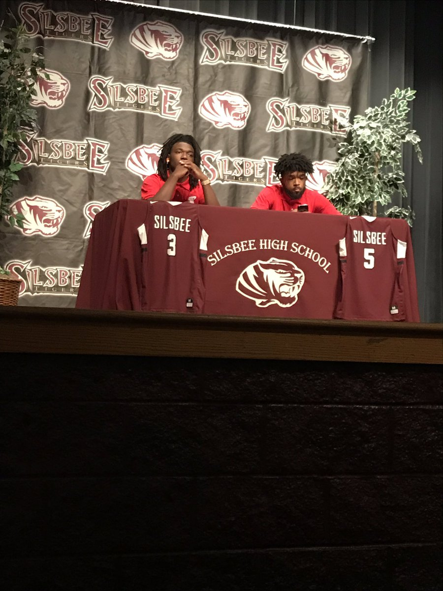 Jordyn Adams and Devon McCain ready to sign with @AustinPeayMBB<br>http://pic.twitter.com/Ncccgg1KF4
