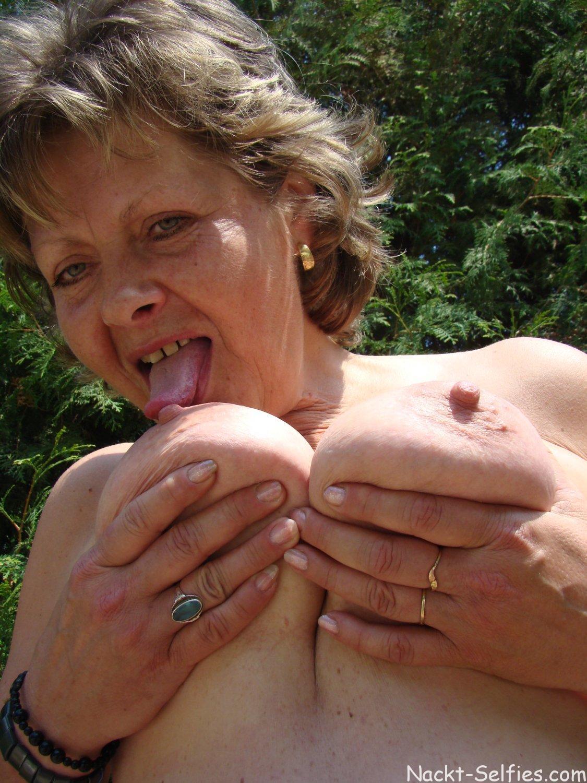 Oma nacktbilder Oma Sex