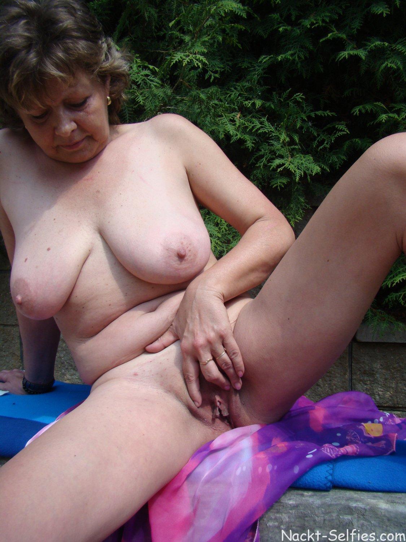 Omas nacktbilder Oma Porno