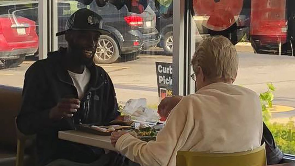 I want to reach out to her as much as I can. Man who was photographed eating with a stranger hopes have breakfast with her more often. gma.abc/2Fmce3V