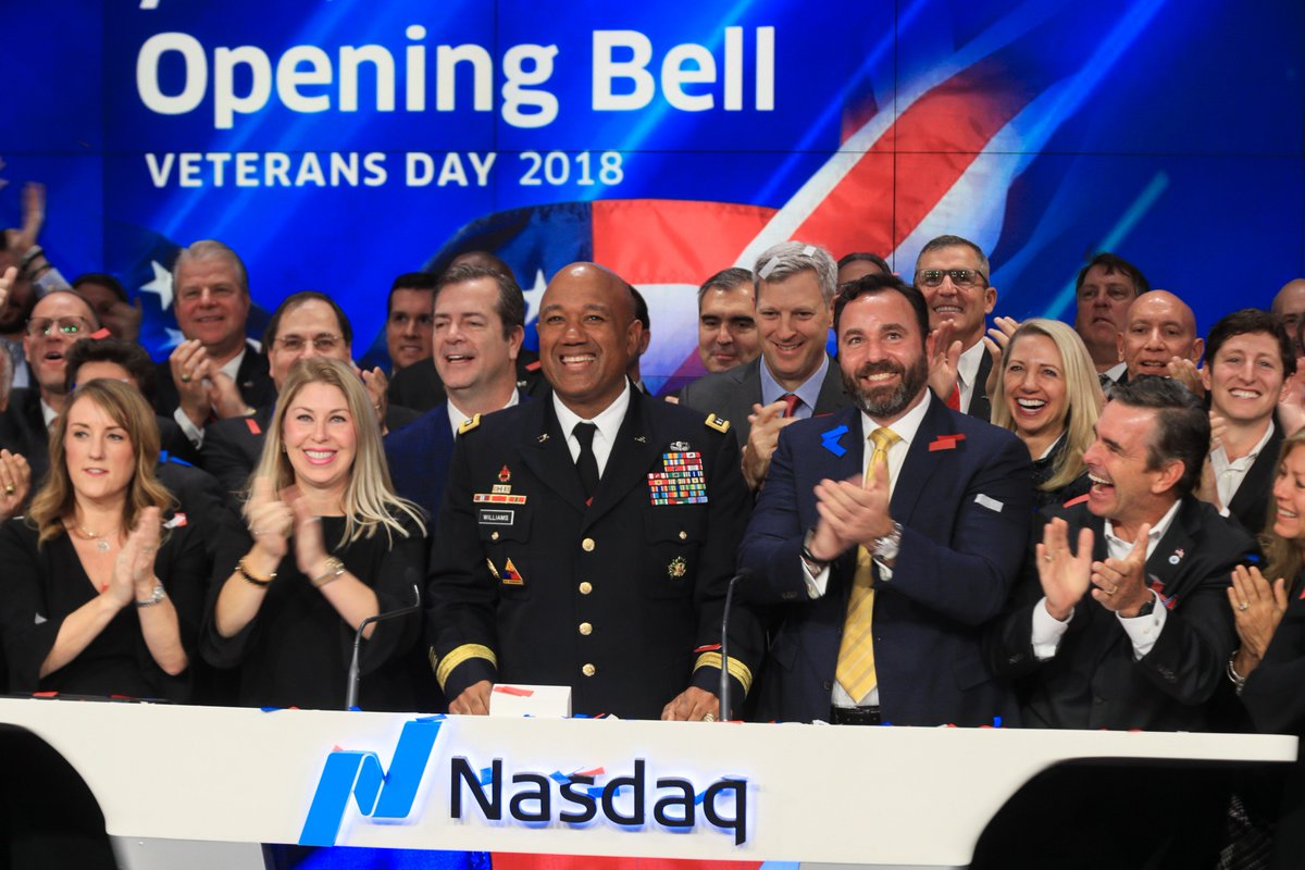 🔔It is an honor to host veterans today at Nasdaq MarketSite who have had the courage to serve this country. Thank you for joining us for the opening bell. 🇺🇸 #VeteransDay #VeteransDay1818
