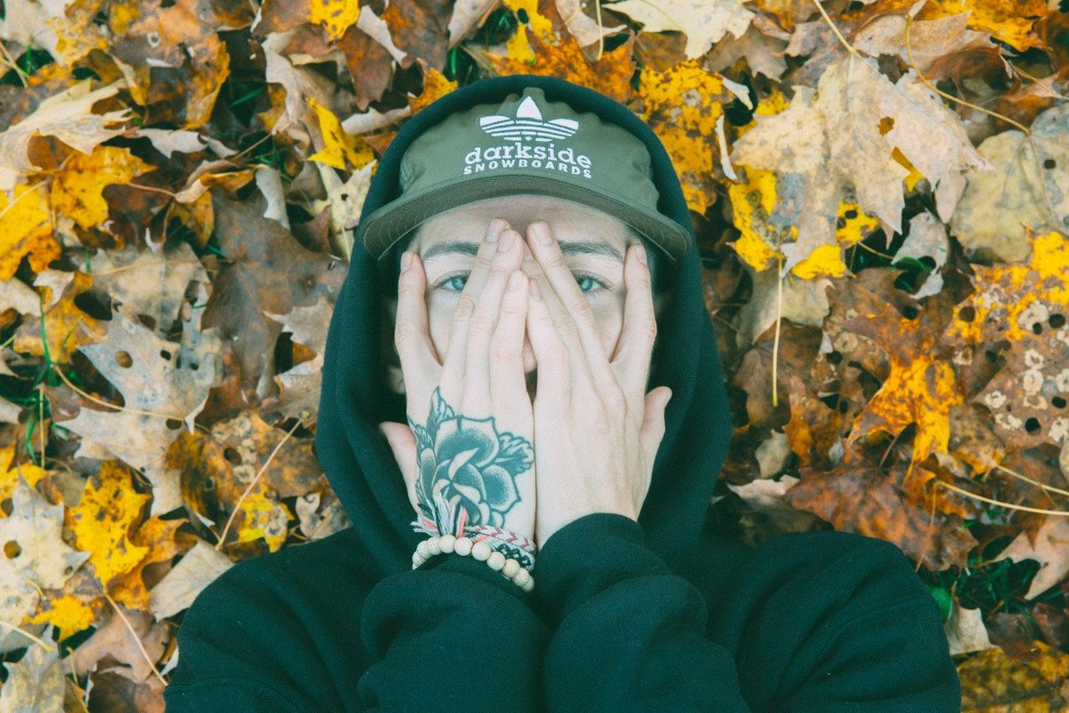 """.@nothingnowhere makes his return in the """"dread"""" video https://t.co/XMyr2dCxgw"""