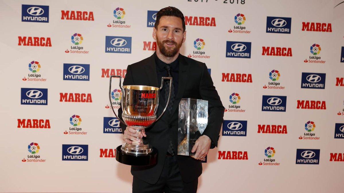 ¡Dos más para la colección😎🙌! 👑 #Messi 👑 MVP y Pichichi de @LaLiga 17/18 ✅
