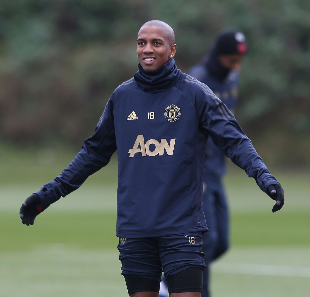BREAKING: @ManUtd&#39;s @youngy18 in talks to sign new one-year contract #SSN <br>http://pic.twitter.com/Ts1UbO74b6