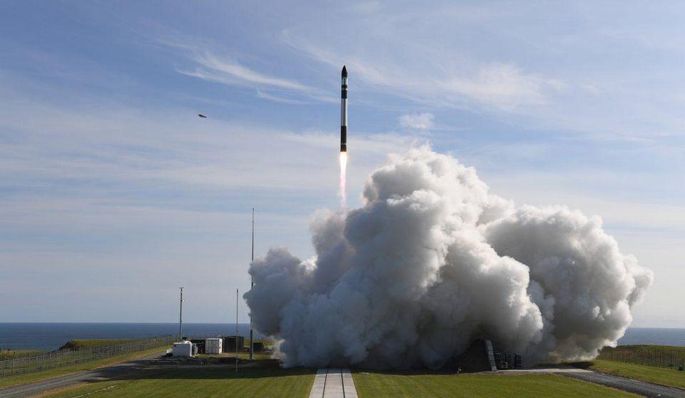 Rocket Lab just launched its 1st commercial rocket into orbit https://t.co/rhsDwjMEiU https://t.co/Qr0VMYRyNQ