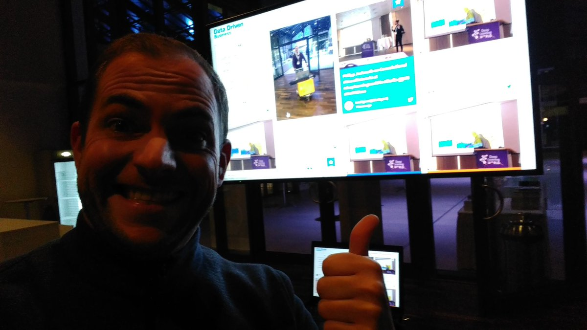 Me, selfieing myself and the Social wall at #DDBDE Berlin https://t.co/O2sGJeLAN1