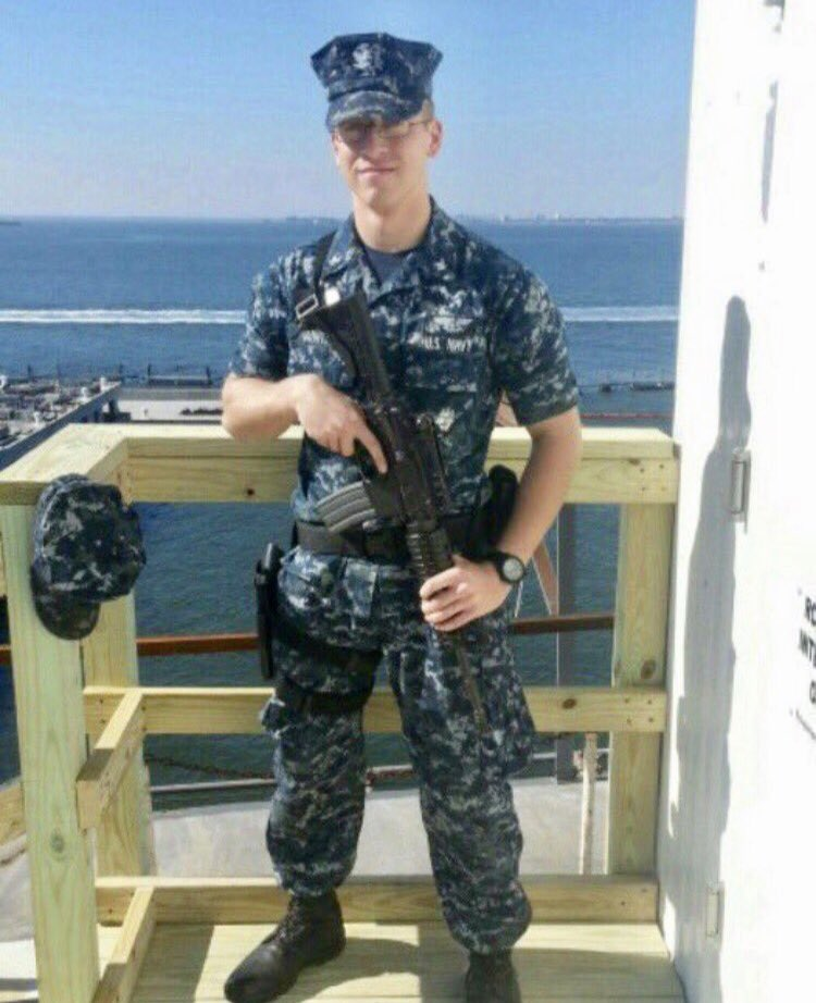 #HappyVeteransDay2018 #ThankAVet @USNavy  Thank You Rich, one of our very own #BackStreetBoys @nickcarter  NYPD 🚔🇺🇸 https://t.co/JjKylVnUHL