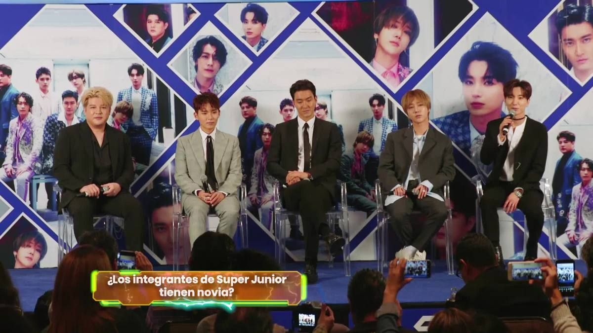 Los integrantes de @SJofficial confiesan en conferencia de prensa si tienen novia. #VIDEO https://t.co/HIDeLSHfmY
