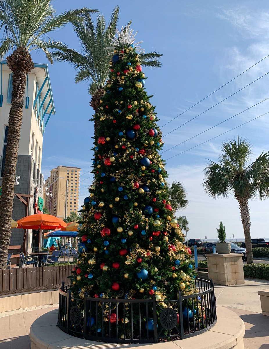 Panama City Beach is ready for #Christmas   #SashaInPCB #VisitFlorida #VisitPCB #Florida #travel #PanamaCityBeach <br>http://pic.twitter.com/GAND5BtAPZ &ndash; à Pier Park