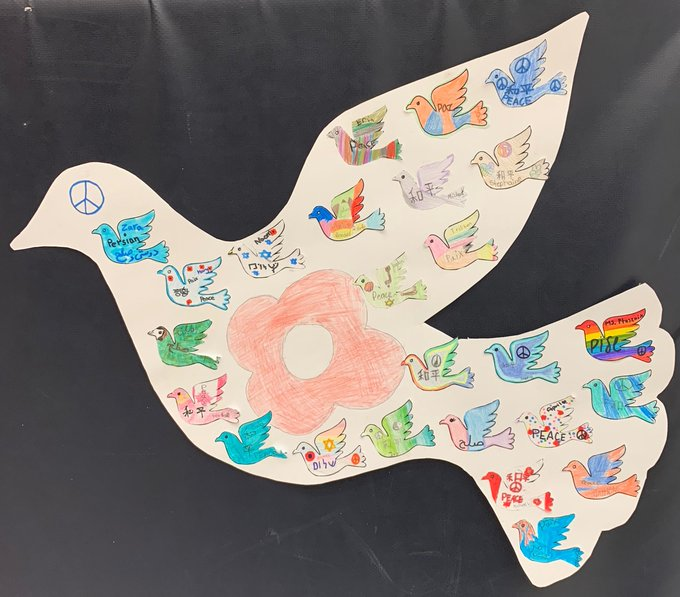 All our @bayviewglenps1 classes designed doves, with messages of peace and hope, which they shared at our #RemembranceDay2018 Assembly. #LestWeForget Photo