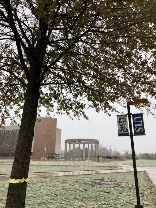 RT @sestak25: Snowy walk back from the @UISStudentUnion just now. However, seeing the yellow ribbon reminded me of all we here @UISedu have…