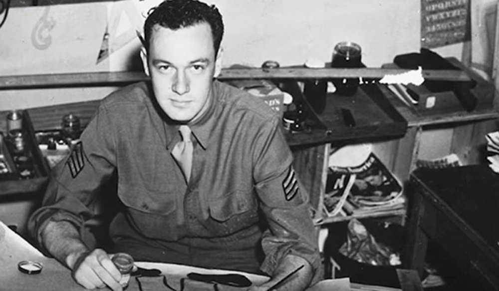Rest in peace, Soldier.    Comic book creator @TheRealStanLee has passed away at the age of 95. Lee served in the #USArmy Signal Corps during WWII from 1942-1945. We are deeply grateful for his service to our country and for his tremendous support to servicemembers. #Excelsior!