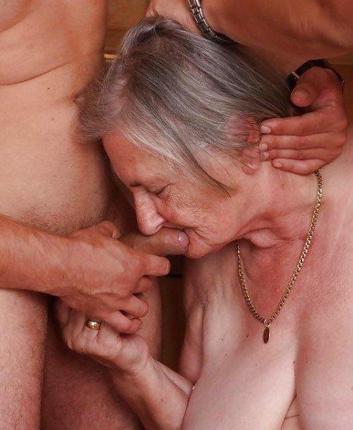 беззубая старушка отсосала парня - 9