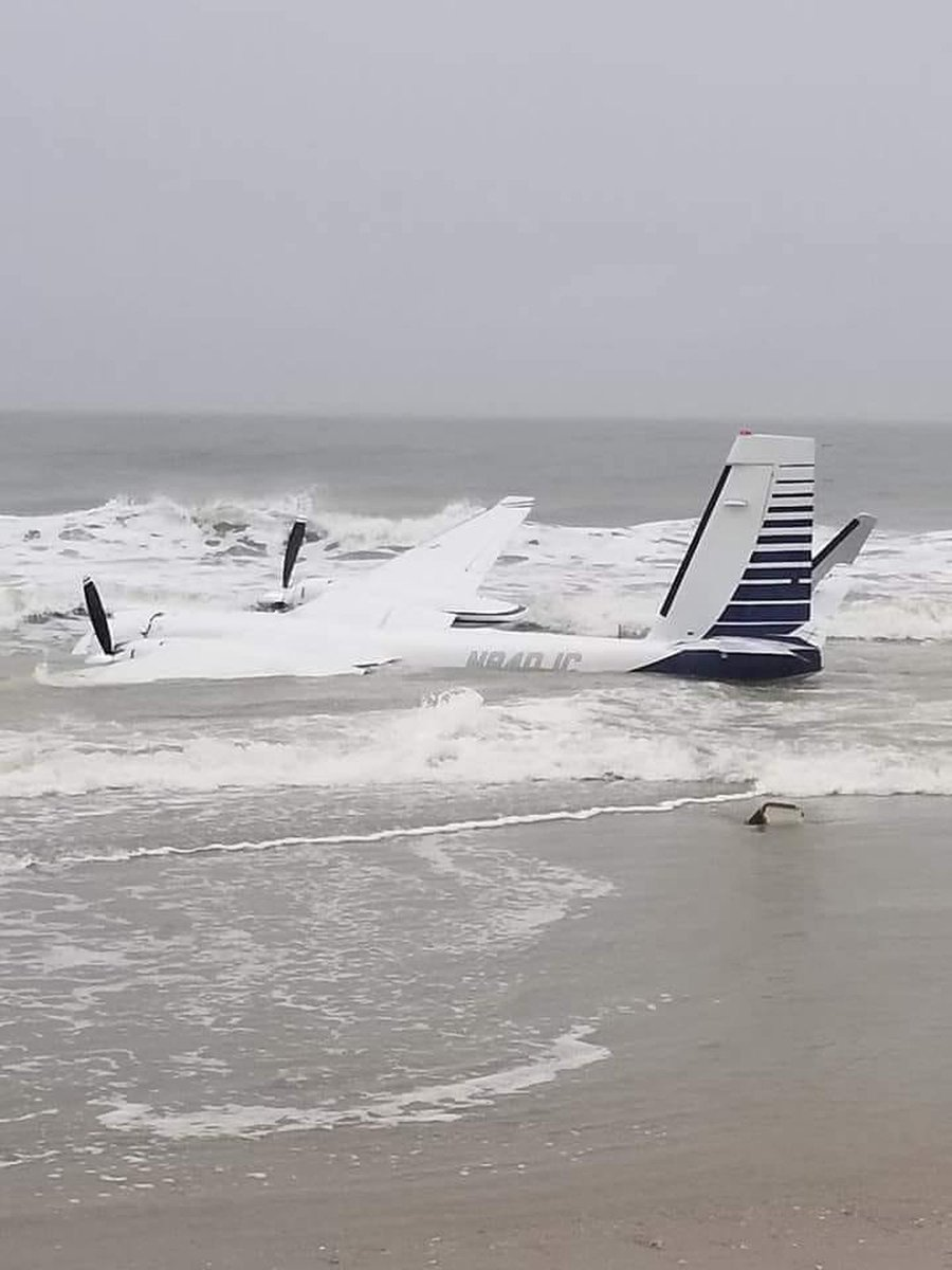 Pilot in critical condition after plane crashes in ocean along Myrtle Beach coast. https://t.co/bk5q6WOksH