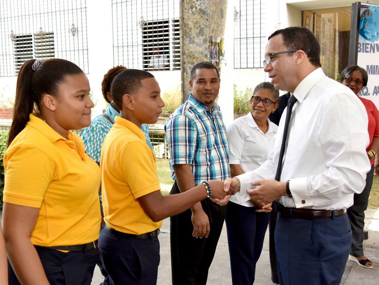 Ministro de Educación Andrés Navarro inicia proceso de mejoramiento de politécnicos en todo el paí