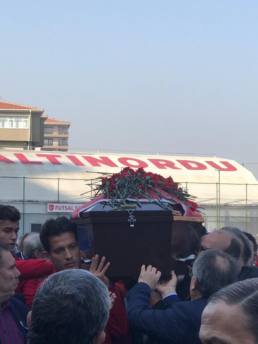 Altınordu'nun simge isimlerinden, Salih Mertan son yolculuğuna uğurlandı. #SalihMertan https://t.co/UNcjoLVMgk