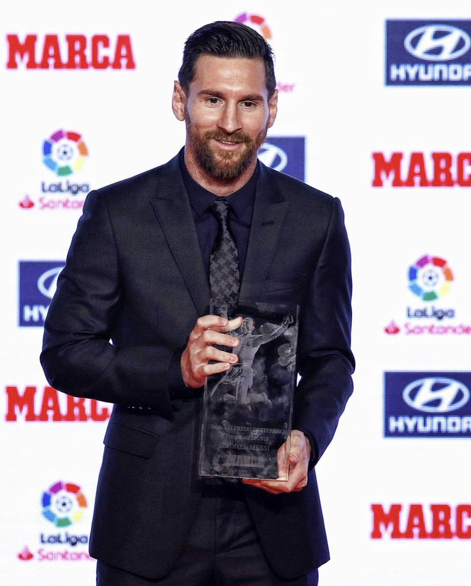 Messi receiving his 17/18 La Liga Top Scorer & Player of The Year Awards 🥇