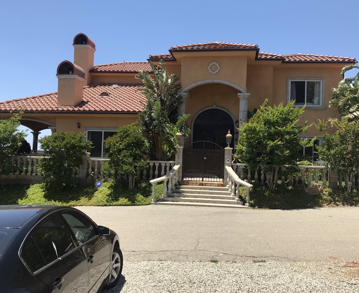 Photo: house/residence of the beautiful sexy cute  2.5 million earning Los Angeles, California, United States-resident