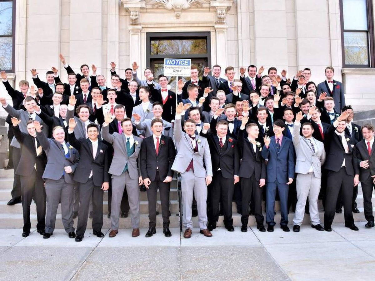 Wisconsin school, police looking into photo that appears to show students giving Nazi salutes https://t.co/E0WTGI922K