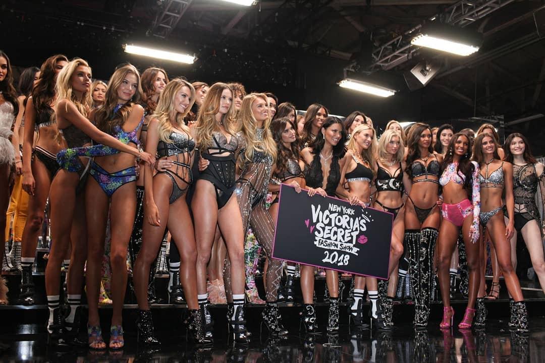 RT @SMaxwellBr: Stella Maxwell no backstage da Victoria's Secret Fashion Show. #VSFS2018 https://t.co/b9muYA73FX