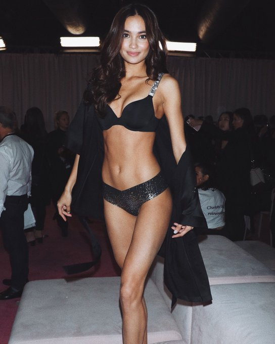 Victoria's Secret Fashion Show  - Page 2 Dr1vLOaXQAAb-YD
