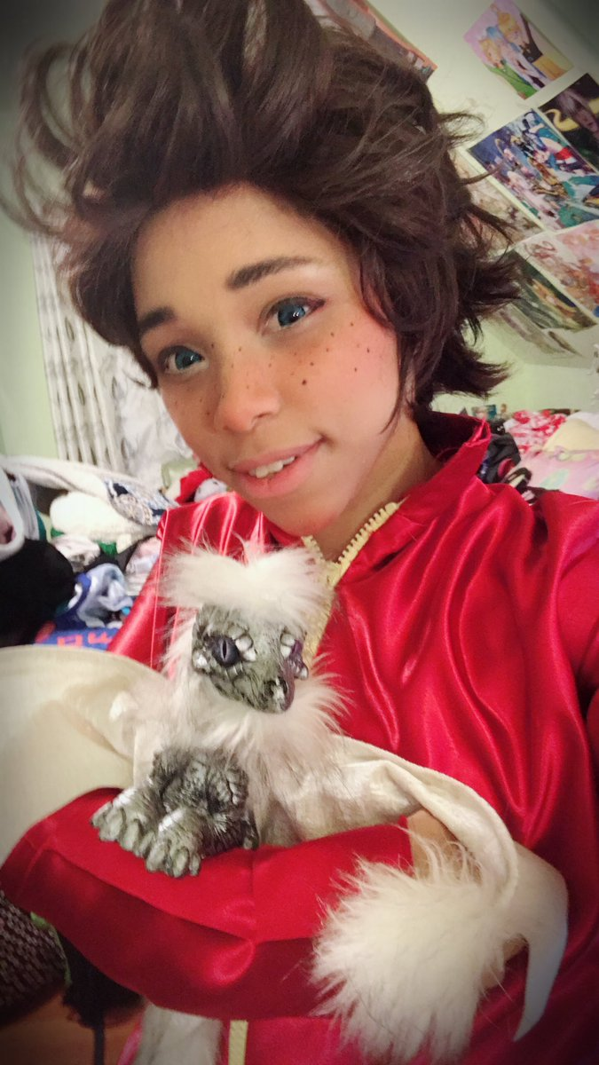 Prince Ezran made a new friend!! If you haven't watched The Dragon Prince on Netflix yet I suggest it!! I'm working on my Prince Ezran cosplay and im so excited to be this precious child!! @thedragonprince #thedragonprince #princeEzran @netflix #cosplay<br>http://pic.twitter.com/qWyKSxTa7P