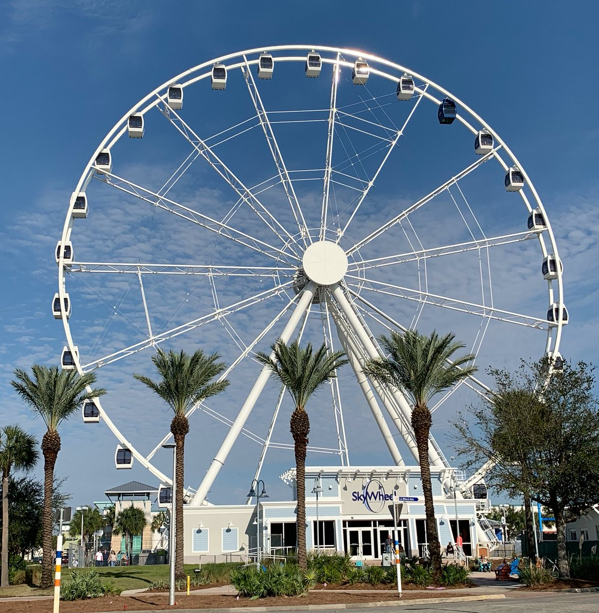 A wheel adventure with Tammy and David   #SashaInPCB #VisitFlorida #VisitPCB #Florida #travel #PanamaCityBeach <br>http://pic.twitter.com/9h9gRnyB7G &ndash; à Ferris Wheel (Pier Park)
