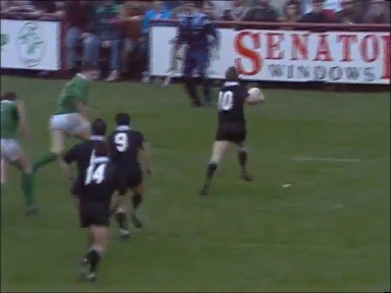 ☘️ THROWBACK | Grant Fox thought he had scored his first Test try against Ireland...until the ball boy intervened. 🎥 The Sportscafe Network #IREvNZL