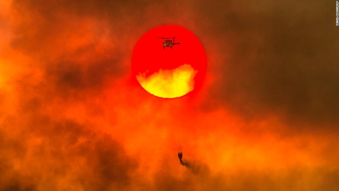 Sube a 42 la cifra de muertos por los incendios en California https://t.co/RWcihZfYEG https://t.co/clVHafP53G