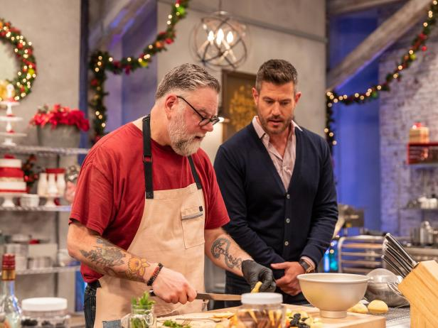 @FoodNetwork: Go behind-the-scenes of tonight's stuffed cake challenge! #HolidayBakingChampionship https://t.co/7KCLagDrdJ