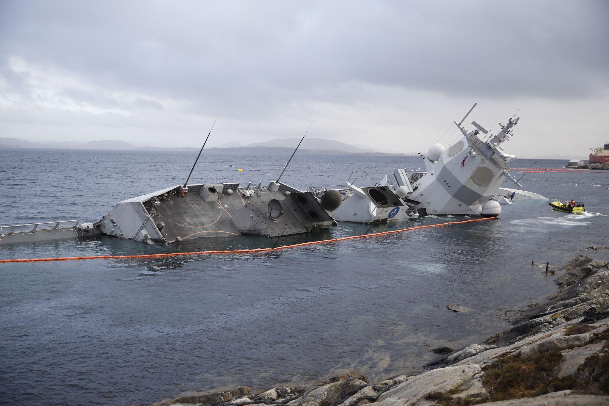 при заказе тонет американский корабль фото кабинки различаются