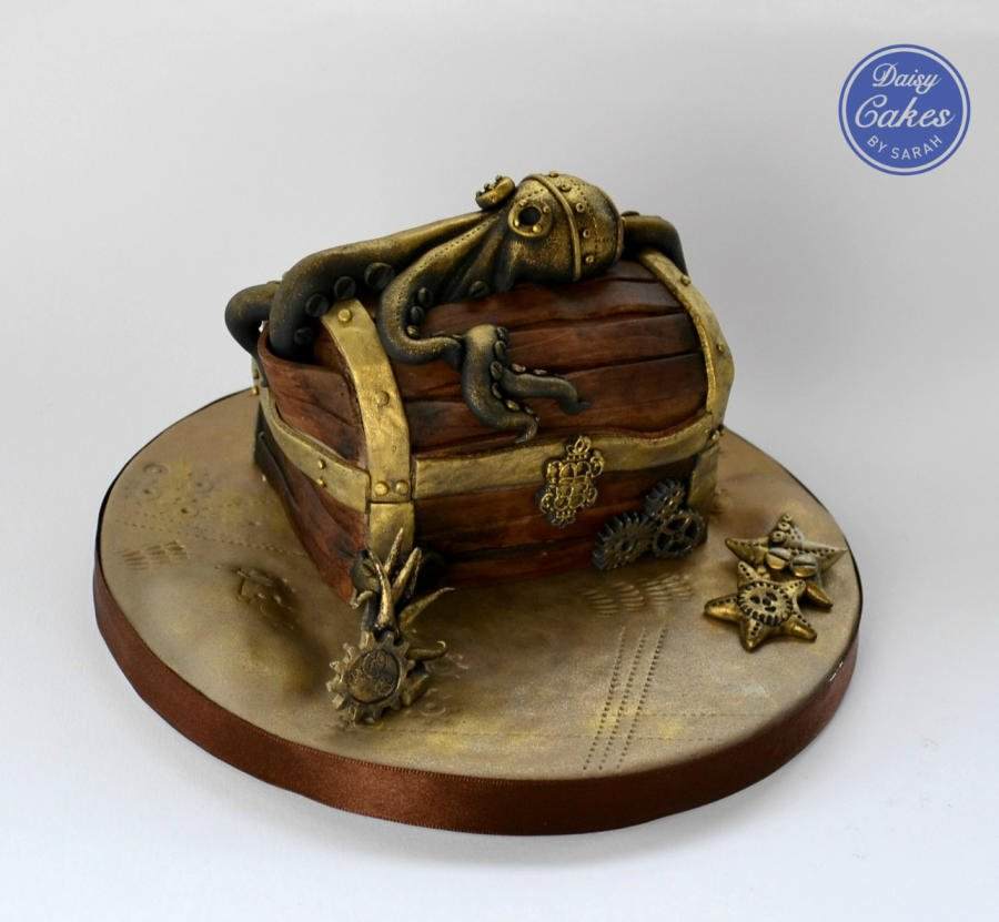 #Cake 🍰 Awesome of the Day: #Steampunk ⚙️ Chest 🗝️ and Guarding Octopus 🐙 made by Captain Vicky Teather & @CakesDecor #SamaCake 🎂