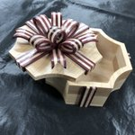 As we're all starting to think about Christmas shopping, Christmas gifts and wrapping them perfectly, here's some awesome inspiration from one of our forum members. This ribbon box has been created to perfection. https://t.co/COYcj1XSye