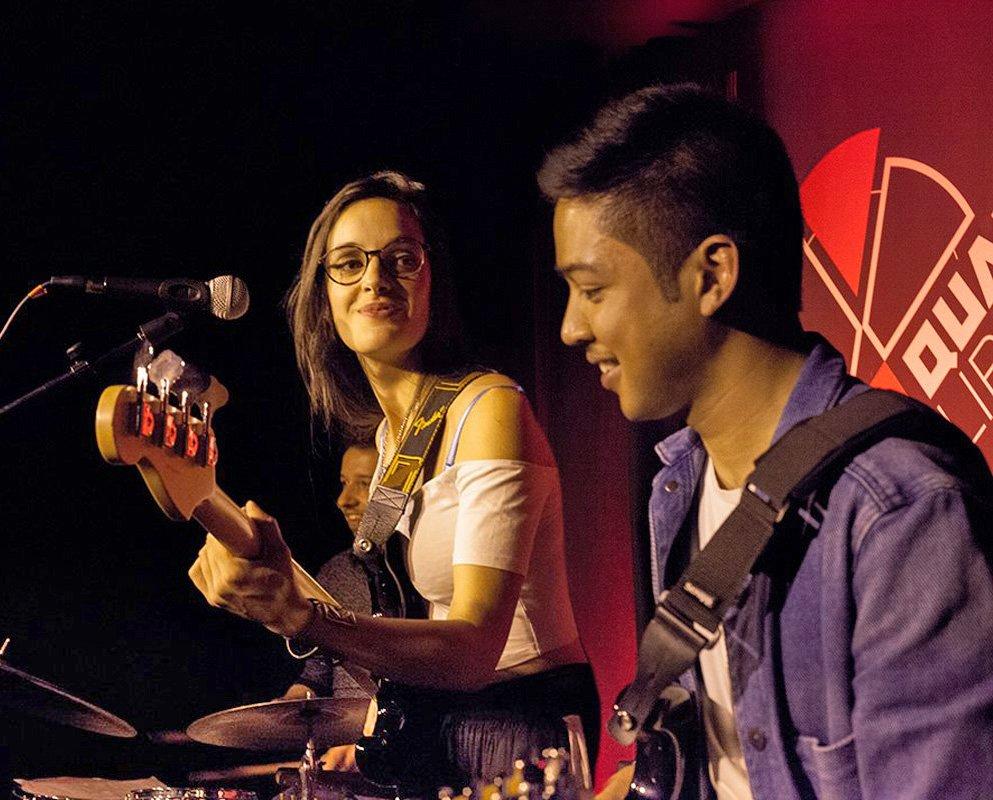 Venez écouter Laure Sanchez Trio pour l'Heure du Live samedi 8 décembre au Bois Fleuri. Un rendez-vous soul & jazz à ne pas manquer ! #concert #musique #lormont #boisfleuri #gironde #lauresancheztrio #HeureduLive https://t.co/XdKpF8UfR2
