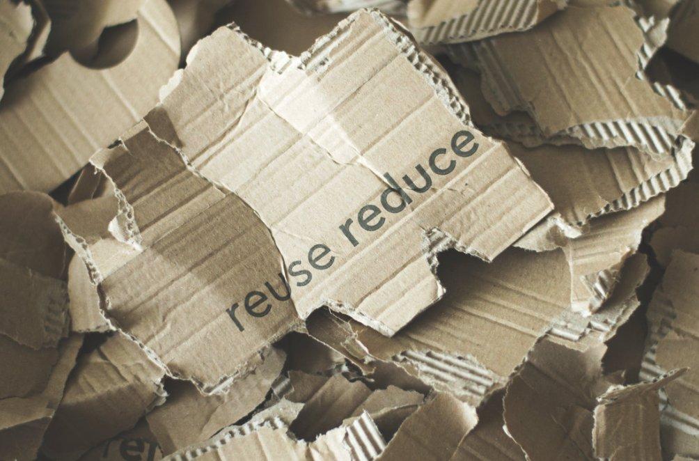 🌍La préservation des ressources naturelles conduit à passer d'une l'économie linéaire (extraction -> transformation -> vente ->destruction), à une économie circulaire avec la récupération et le recyclage des matières. #rev3 twitter.com/rev3/status/10…