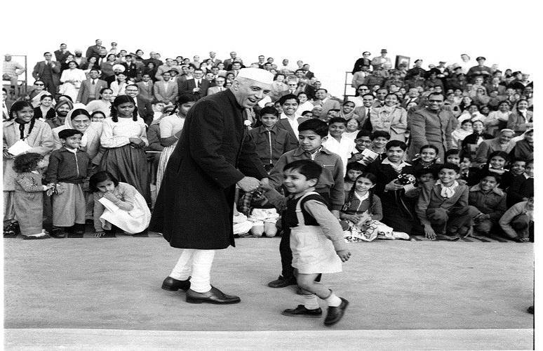 1957 :: PM Jawaharlal Nehru Shaking Hands With Child Who Had Come to See Beating Retreat Ceremony (Photo Division ) #ChildrensDay