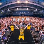 Image for the Tweet beginning: Photos: @steveaoki at @TCNJ  Full