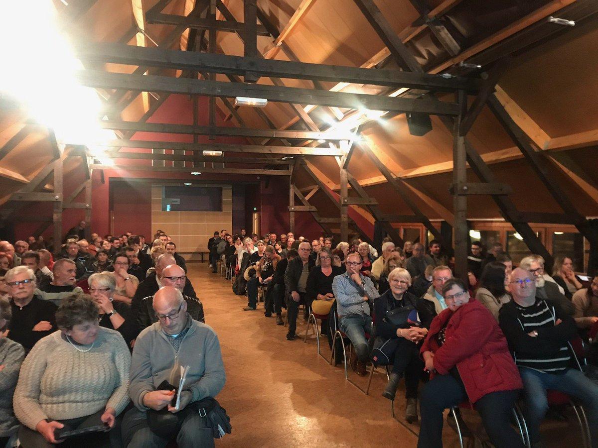 Salle comble ce soir pour la #réunionpublique #fibreoptique ce soir à #Clastres !Avec @aisnethd et @AggloStQuentin https://t.co/ZGgthW7qTT
