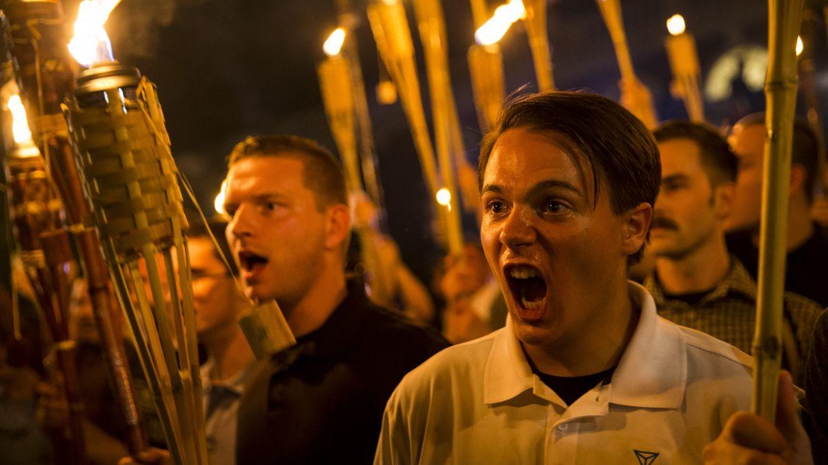 Trump dice que no es racista, pero así no lo ven los nacionalistas blancos  https://t.co/2h33zqwFB6 https://t.co/9tOIFMZq9O