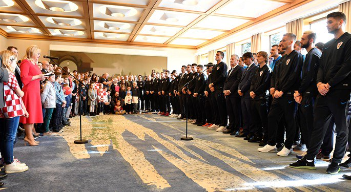 🇭🇷 Awards and decorations for the @FIFAWorldCup silver medallists as the national team visits #Croatia president @KolindaGK 🥈 #BeProud #Vatreni🔥