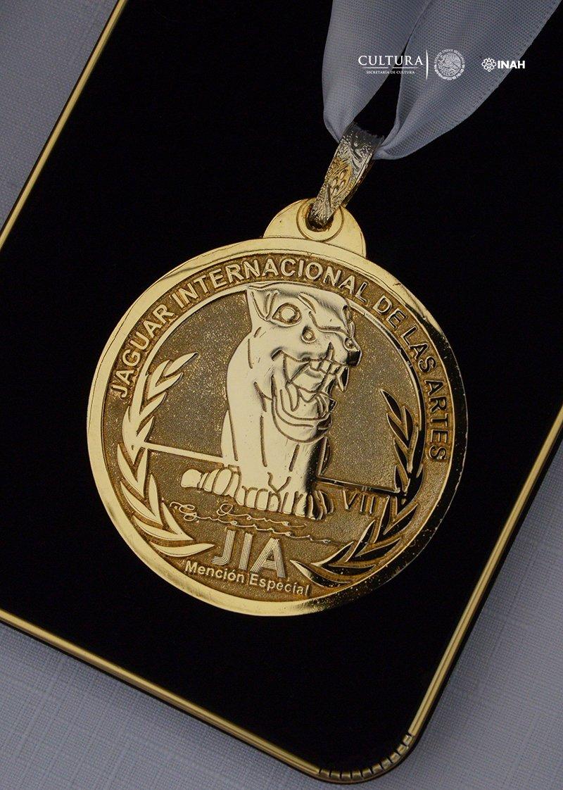 En el @senadomexicano, la ONG también entregó la Medalla Jaguar Internacional de las Artes al hist. Salvador Rueda, director del @Museodehistoria; al arq. José Enrique Ortiz Lanz, coordinador nacional de Museos y Exposiciones del @INAHmx, y a un servidor.