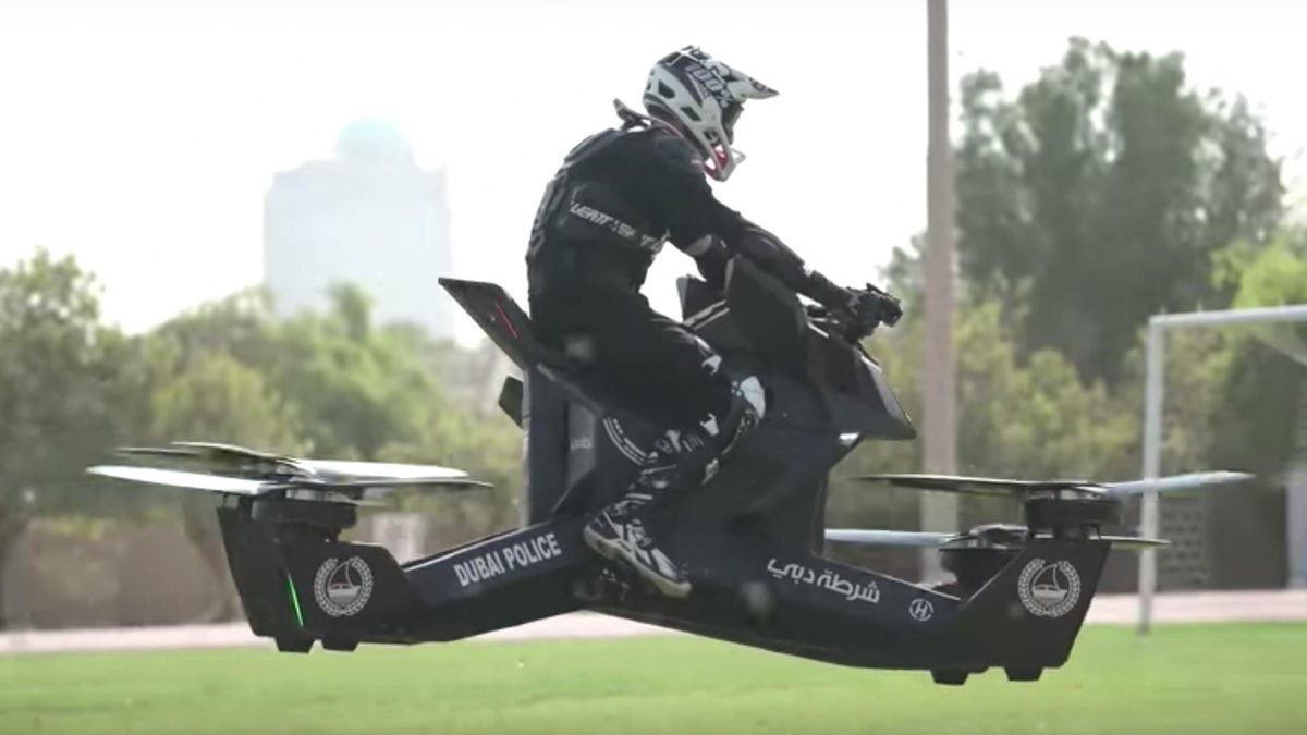 What do you get for the police force that has everything? A flying bike, that's what. Yup, the Dubai Police force has got itself a hoverbike >> topgear.com/car-news/futur…