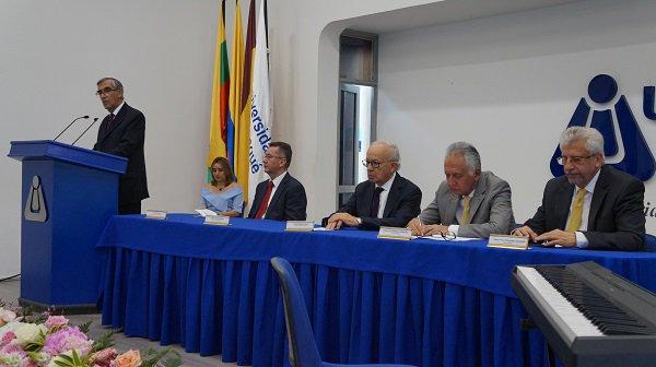 El rector César Vallejo Mejía firmó su compromiso con Unibagué