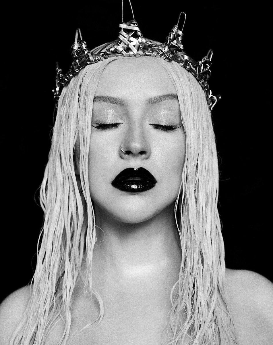 Christina Aguilera >>  single 'Loyal Brave True' Dr7RWViVsAEqASq
