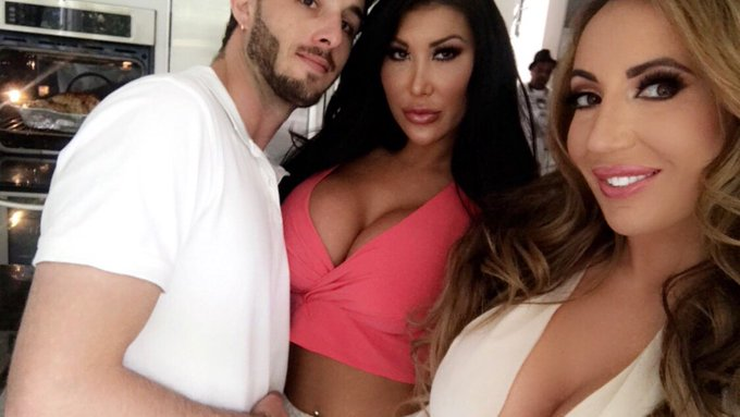 🔥🔥🔥 today for @naughtyamerica with @LucasxFrost & @Augusttaylorxxx https://t.co/oBdvUcSIjN